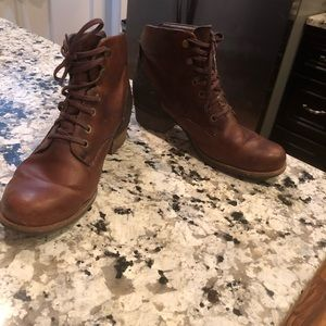 Merrell Shiloh Lace-Up Ankle Boot in Oak size 9